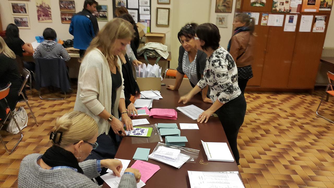 Mise sous plis Elections des P.E de Victor Hugo - Sept 2015
